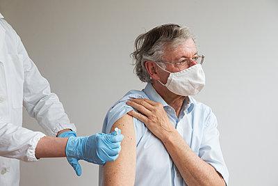 Vaccination - p1231m2260641 by Iris Loonen