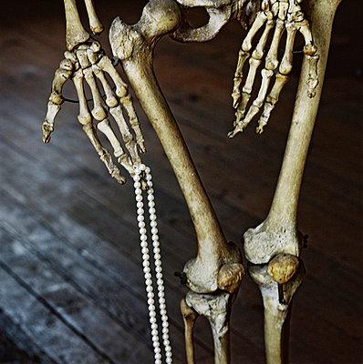 Skeleton pearl necklace - p567m720728 by Sandrine Agosti Navarri