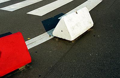 Fahrbahn-Begrenzung - p0630064 von Mathias Gösswein