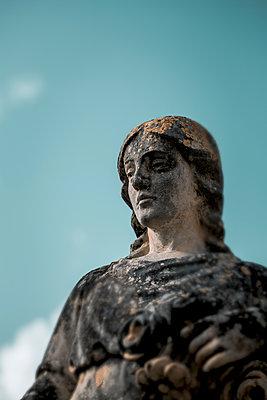 Woman statue - p1623m2197042 by Donatella Loi