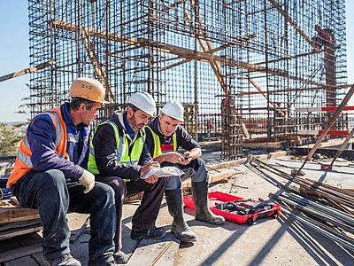 Betonbauer bei der Arbeit - p390m2076220 von Frank Herfort