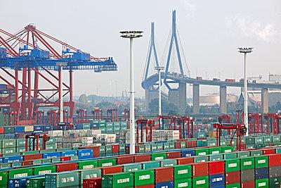 Containerterminal Hamburg - p1099m1515535 von Sabine Vielmo