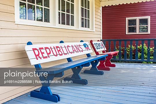 Republicans school bench - p1691m2288588 by Roberto Berdini Bokeh