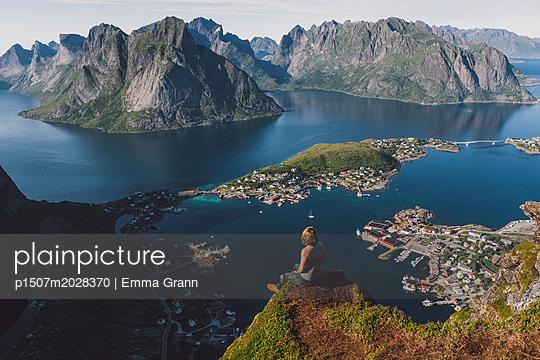 Lofoten - p1507m2028370 by Emma Grann