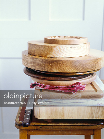 Stacked chopping boards and kitchen knife. - p349m2167697 by Polly Wreford