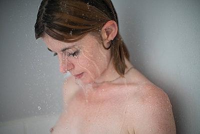 Taking a shower - p1321m2141706 by Gordon Spooner