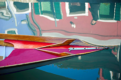 Colorful houses reflected in a water canal of Burano, Venice, Veneto, Italy. - p343m700829 by Guillem Lopez