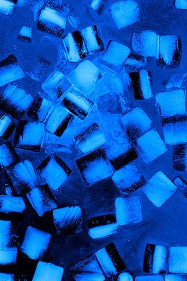 Blaue Eiswürfel - p450m1223303 von Hanka Steidle