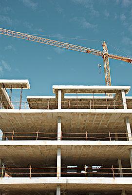 Baukran und Rohbau - p1092m1112968 von Rolf Driesen