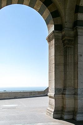 Notre Dame de la Garde - p1113m1215888 by Colas Declercq