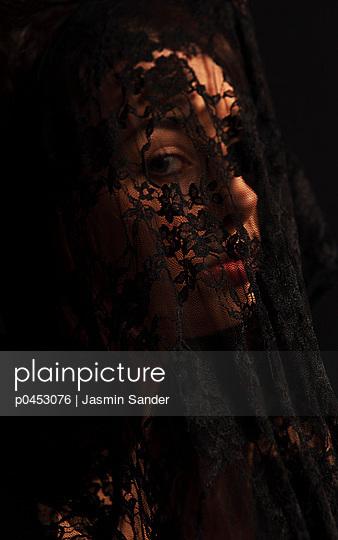 Sad - p0453076 by Jasmin Sander