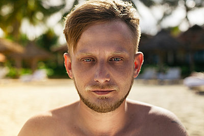 Close up of face of serious Caucasian man - p555m1531604 by Vladimir Serov