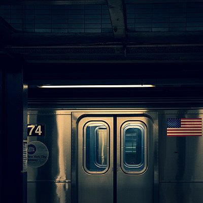 Public transport, Empty underground, shutdown due to Covid-19, New York City - p758m2183906 by L. Ajtay