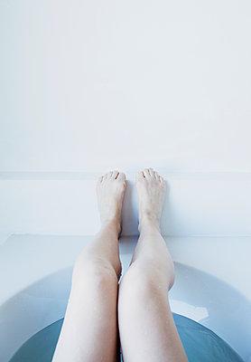 Women's legs - p1670m2258616 by HANNAH