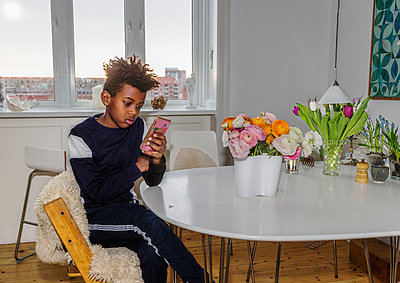 Boy using cell phone - p312m2139375 by Pernille Tofte