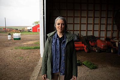 Portrait confident female farmer in barn - p1192m2109672 by Hero Images