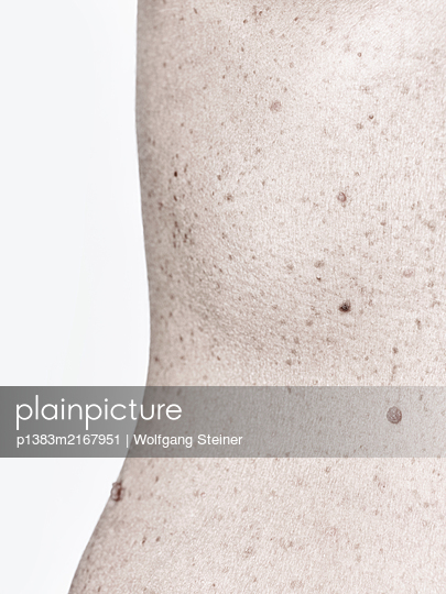 Close-up of a woman's hip and waist - p1383m2167951 by Wolfgang Steiner