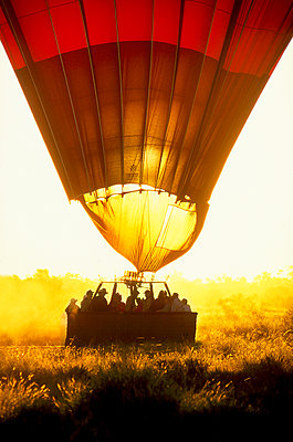 Hot Air balloon landing - p1125m1108627 by jonlove