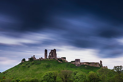 Corfe Castle at night, Corfe, Dorset, England, United Kingdom, Europe - p871m947278 by Matthew Williams-Ellis