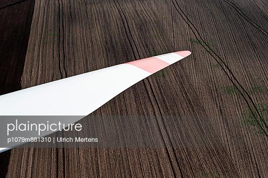 Rotorblatt eines Windrades - p1079m881310 von Ulrich Mertens