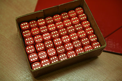 Red dices in a cardboard box - p1267m2288249 by Jörg Meier