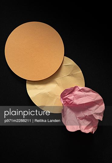 Paper circles - p971m2288211 by Reilika Landen