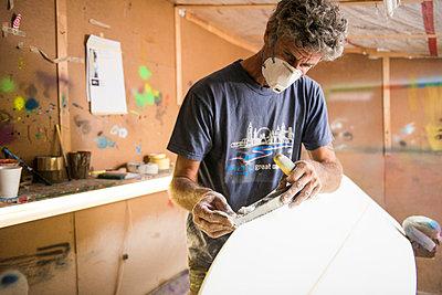 Surfbrett-Werkstatt - p1142m1000493 von Runar Lind