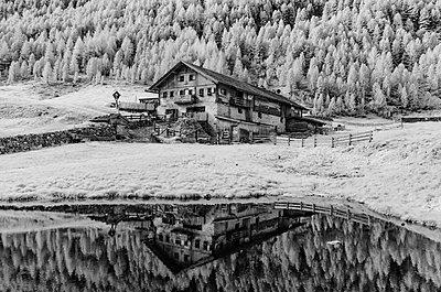 Bergbauernhaus, Bergsee - p1463m2192646 von Wolfgang Simlinger