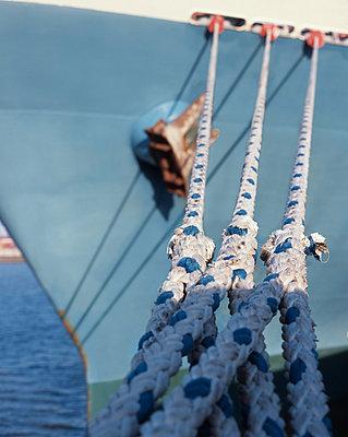 Moored ship - p416m991082 by Dominik Reipka
