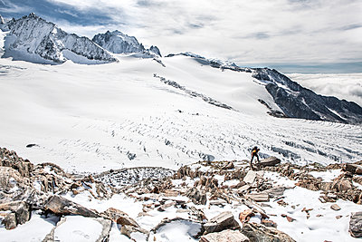 Mountaineer in glacial landscape - p327m1216696 by René Reichelt