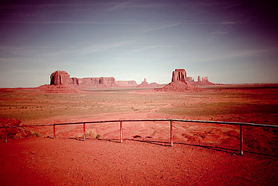 Im Monument Valley - p4450605 von Marie Docher