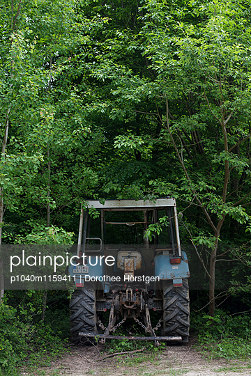 Eifeltraktor - p1040m1159411 von Dorothee Hörstgen