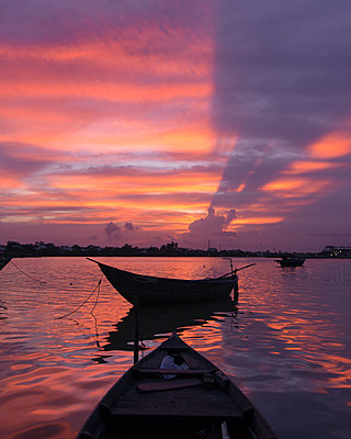 Hoi An River Sunset from boat - p1166m2095804 by Cavan Images