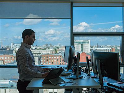Büroalltag - p390m1528667 von Frank Herfort