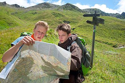 Wandern - p427m763842 von R. Mohr