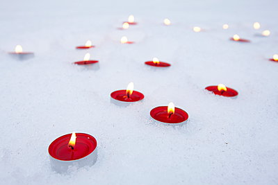 Candles in snow - p235m885629 by KuS
