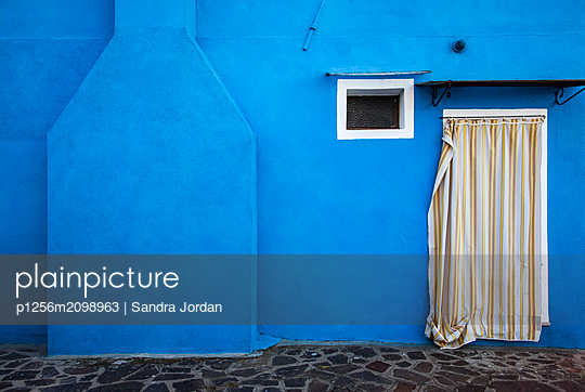 Blue House, Burano - p1256m2098963 by Sandra Jordan