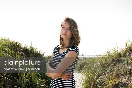 Young woman on beach with its dunes - p341m1480678 by Mikesch