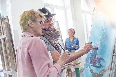 Artists painting in art class studio - p1023m1506487 by Agnieszka Olek