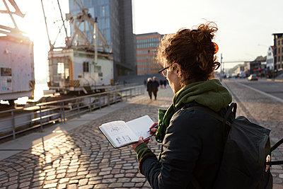 Urban Sketcher - Zeichner - p1222m1104794 von Jérome Gerull