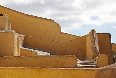 Verwinkelte Mauern - p415m1191194 von Tanja Luther
