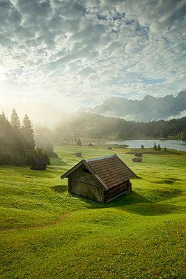 Lake Geroldsee, Mittenwald, Karwendel, Alps, Bavaria, Germany, Europe - p651m2271138 by Jeremy Flint photography