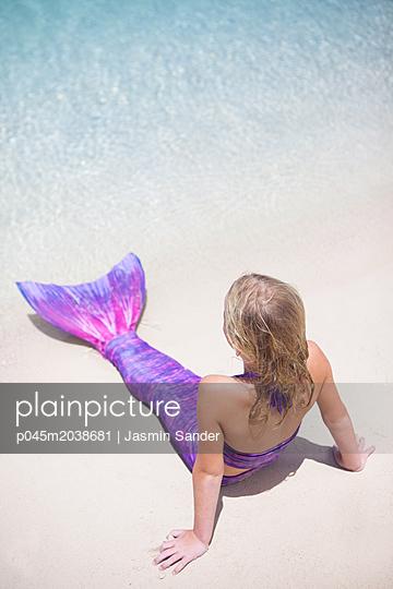 p045m2038681 by Jasmin Sander