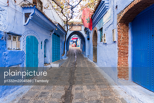 Morocco, Chefchaouen, Narrow alley in the blue city  - p1332m2204589 by Tamboly