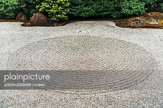Japan, Kyoto,Japanese rock garden - p300m2206668 by klublu