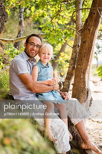 Papa Tochter Ausflug - p796m1145820 von Andrea Gottowik
