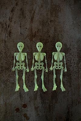 Three phosphorescent skeletons - p1028m1467729 by Jean Marmeisse