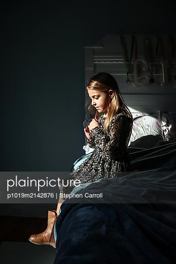 Mädchen in ihrem Zimmer - p1019m2142876 von Stephen Carroll