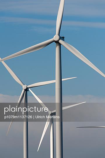 Windpark - p1079m1137126 von Ulrich Mertens