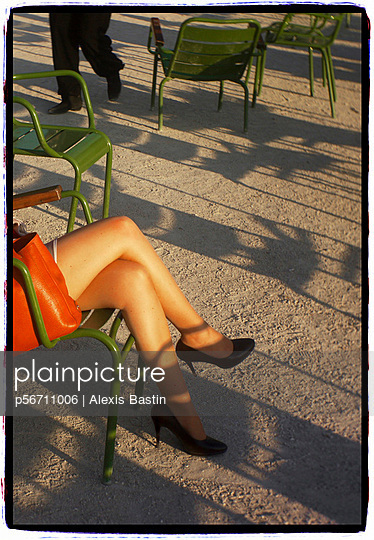 Schöne Beine - p56711006 von Alexis Bastin